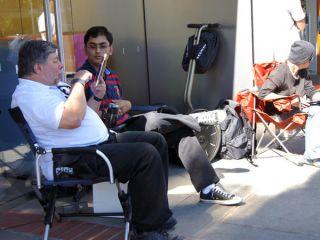 Steve Wozniak ex socio de Steve Jobs acamp� esperando la venta del iPhone 4S