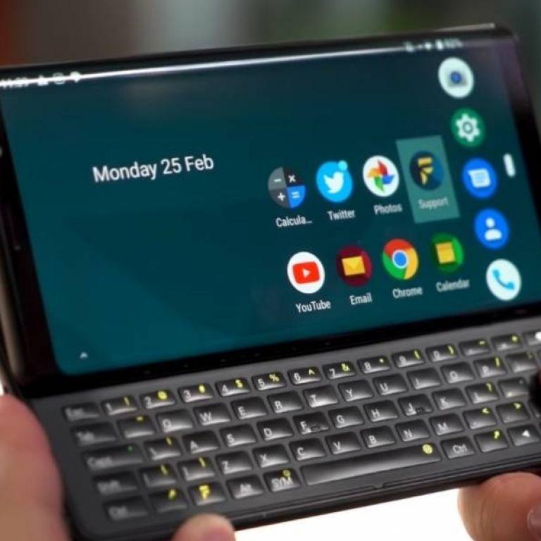 Este celular con slider y teclado es lo mejor del 2009 y 2019 al mismo tiempo